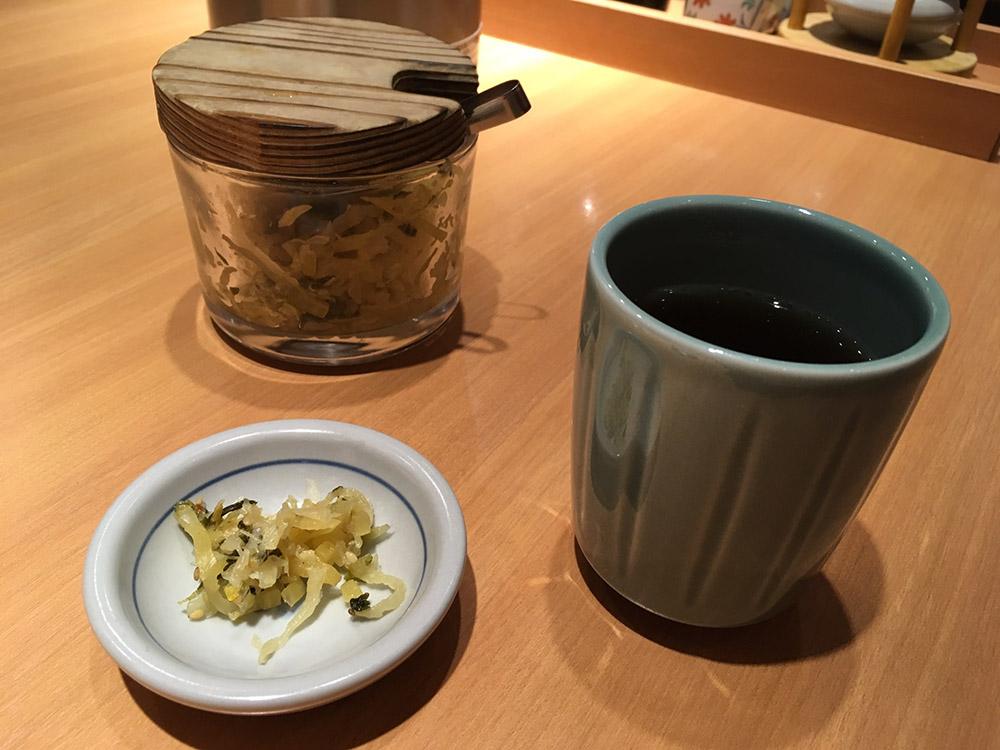 漬物とほうじ茶