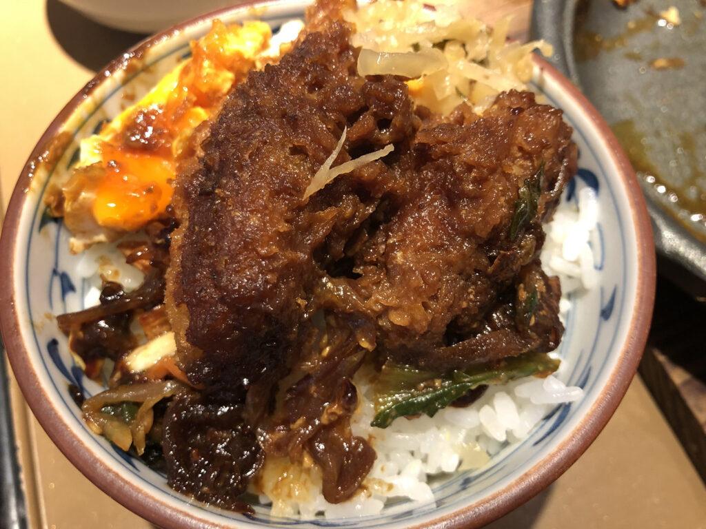 牡蠣フライ味噌煮丼
